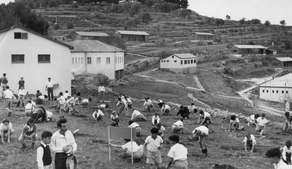 1951: The first generation of children in the youth village planting trees