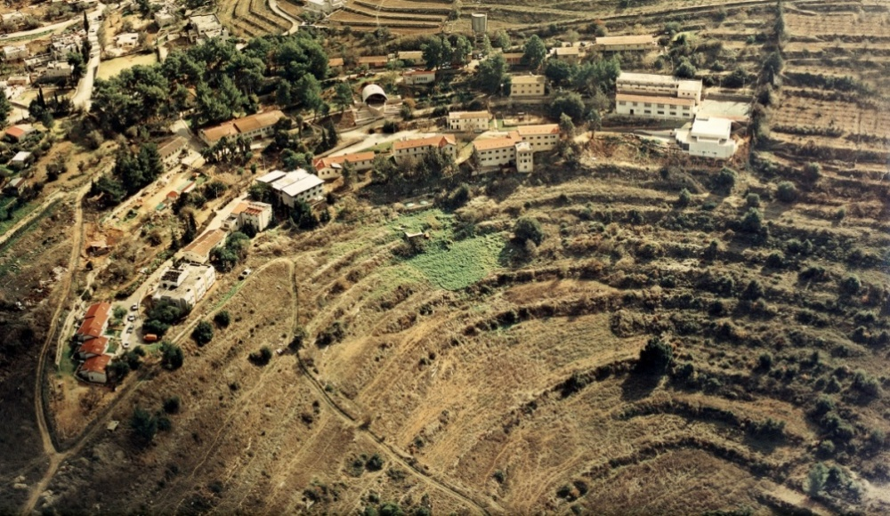 1990: Aerial photograph from the youth village Kiriat Yearim
